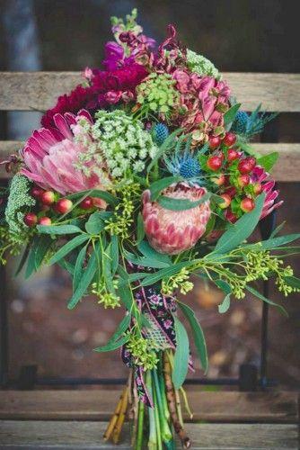 Rosa, verde e giallo il bouquet invernale da sposa