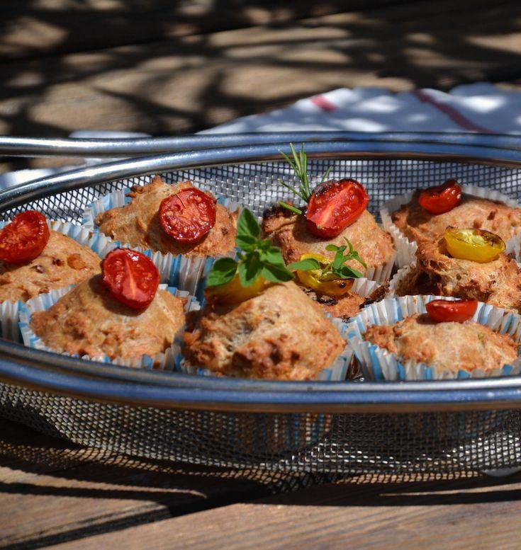Sommerliche, deftige Küchlein, die sich als Vorspeise, Hauptgericht und auch für Picknick und Buffet eignen. Am besten verwendet man für die Herstellung ein Backblech für Muffins. Dieses Gericht ist für Menschen mit Kau-und Schluckstörungen eher eine Herausforderung. Man kann allerdings dazu eine Buttermilch trinken und die Muffins in kleine Stücke schneiden. Tomaten-Speck-Küchlein 12 Stück 2 …Continue Reading...