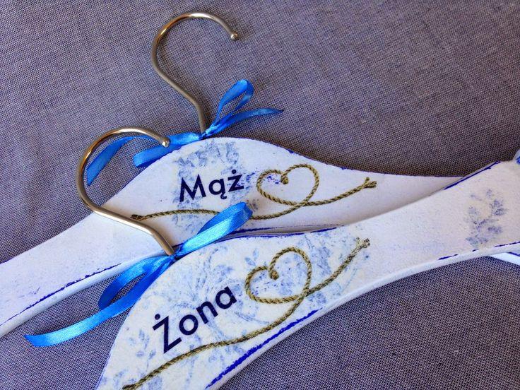 prezent ślubny dla młodej pary trochę inaczej - wieszaki mąż i żona #decoupage #hangers #wedding