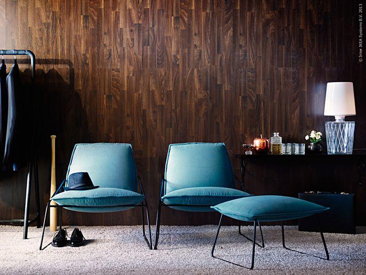 Lätt och ledig, med rena och smala linjer. Nya coola VILLSTAD fåtölj påminner oss om stilfullt 60-tal à la Mad Men. Med en strömlinjeformad profil ger den ett klassikt men samtidigt väldigt modernt utryck till vardagsrummet.