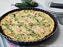 Crostata di zucchine con mozzarella e prosciutto cotto