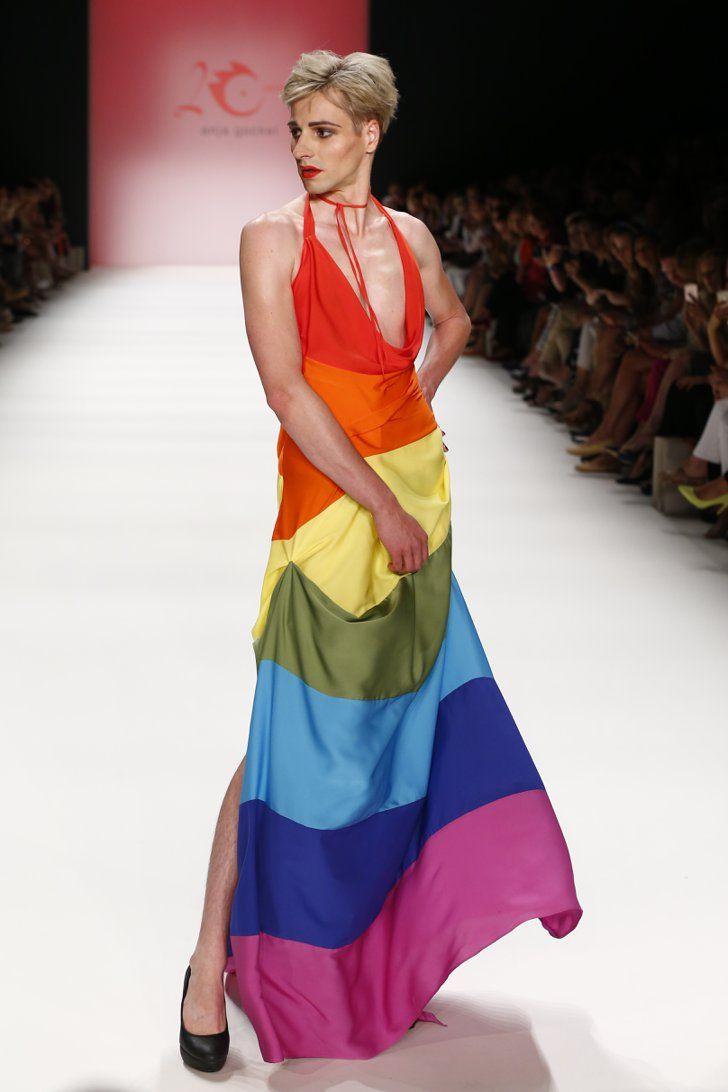 """Pin for Later: Seht die Highlights von den Laufstegen der Berlin Fashion Week Tag 2: Anja Gockel Passend zum Ende des """"Pride Month"""" präsentierte Anja Gockel eine farbenfrohe Kollektion mit Regenbogen-Prints, Flaggen und allerlei anderen Mustern."""