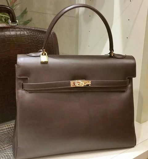 This week Sallumeh Boutique is featuring this lockable Pratesi hand bag, for $439. It also comes in blue, red and black.