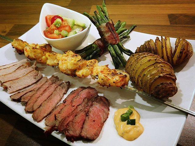 Iberico Lende, Steakhüfte Nebraska, Steak Kanada, Garnelen und Grüne Bohnen im Spackmantel . #eat #food #bbq #grillen #kochen #essen #steak #food #genuss #einfach #lecker #honor7 #badaibling #willing #foodporn #tasty #happynewyear #iberico #pork🐷 #pork #polędwica #iberyjski #steak #greateromaha #greateromahabeef #grünebohnen #garnelen #krewetki #zielonafasola #beef #ziemniak #kartoffel