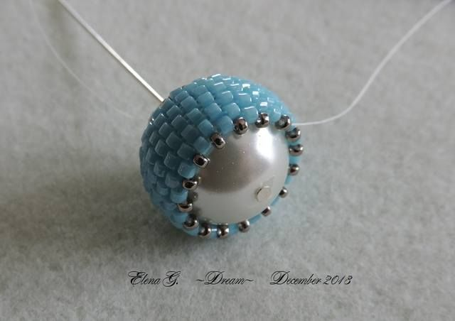 Covering a 14-15mm bead with delicas and toho 15's. - lots of picture how-to but translate.  #Seed #Bead #Tutorials