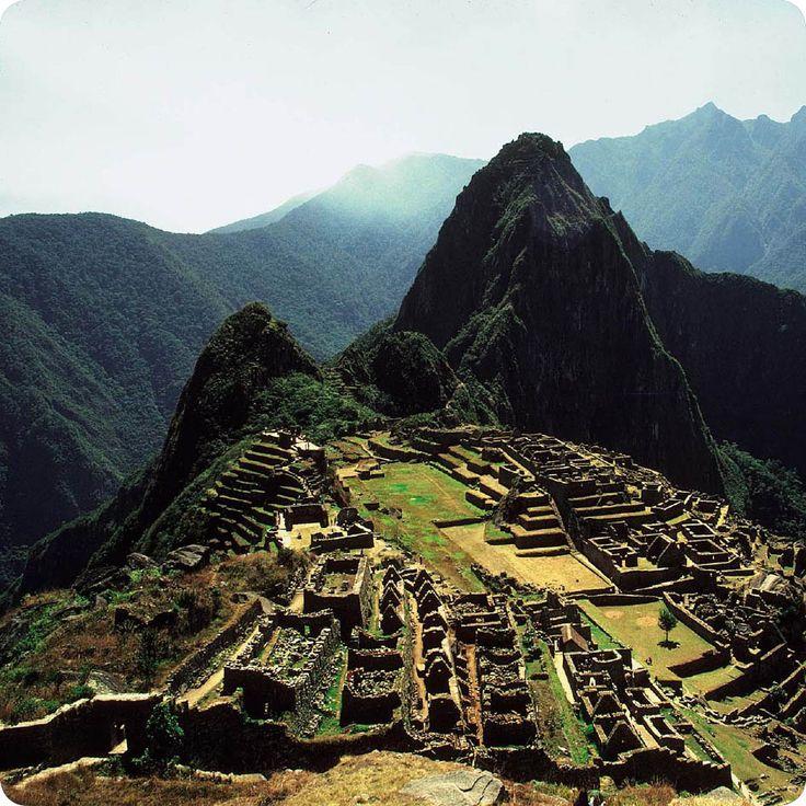 Η αρχαία πόλη Machu Picchu, που βρίσκεται στο νότιο Περού, είναι το αντιπροσωπευτικότερο δείγμα του πολιτισμού των Ίνκας και ένα από τα Νέα Επτά Θαύματα του Κόσμου.