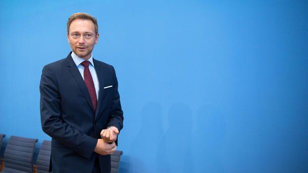 FPD-Parteichef Christian Lindner fordert, dass die Grunderwerbssteuer künftig erst ab einem Betrag von 500.000 Euro fällig werden soll.,  http://www.wiwo.de/politik/deutschland/fdp-chef-christian-lindner-fordert-hohen-freibetrag-bei-grunderwerbssteuer/14624308.html