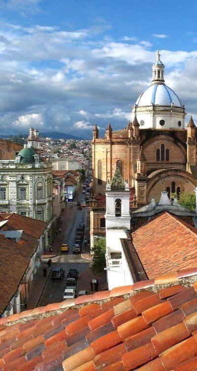 Cuenca, Ecuador:  Su Centro Histórico fue declarado Patrimonio de la Humanidad por la Unesco.  Desde su fundación, los habitantes de la ciudad tuvieron y han tenido una ferviente fe hacia la religión católica, lo que dio origen a una gran cantidad de iglesias en un espacio relativamente reducido.