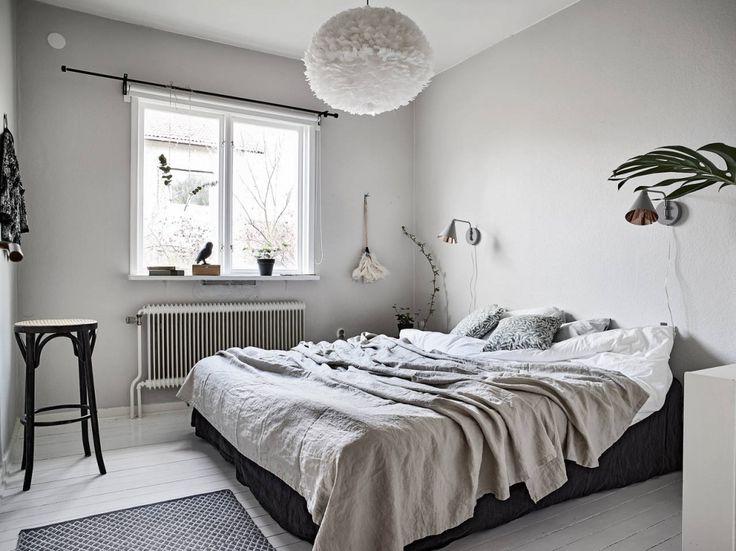 Witte vloer met lichtgrijze muren