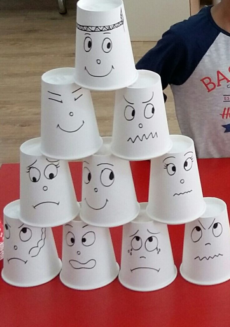 Kağıt bardaklarla oyun.Yüz ifadeleri çizikerek eğlenceli hale getirilebilir