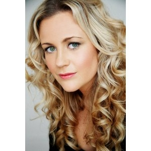 I have long loved Rachel Carpani's beautiful blonde curls. I miss her Jodi hair from McLeod's...it just isn't the same in Against the Wall!