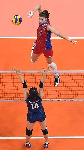 #RIO2016 An overview shows Russia's Irina Zarayazhko spiking the ball during the…