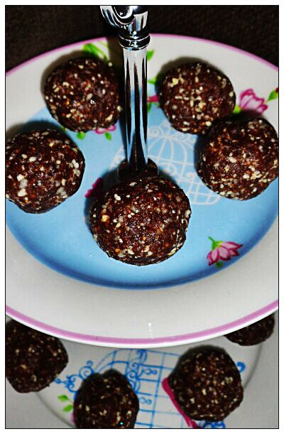 Nut, Date & Chocolate Balls