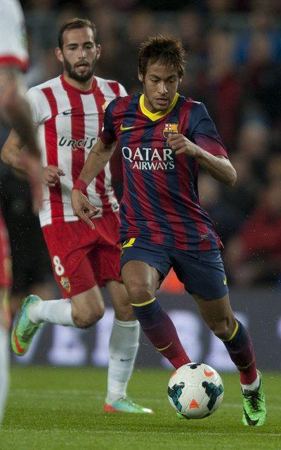 Neymar se escapa de Aleix Vidal
