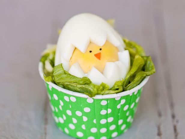 küken ostern bastelideen hartgekochtes ei gesicht blattsalat