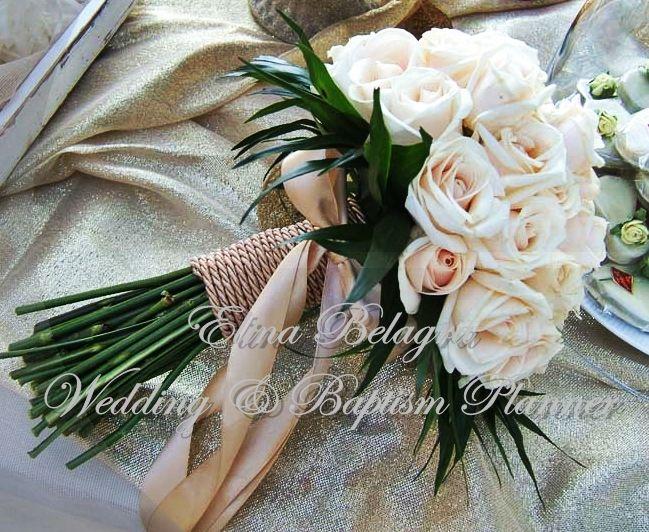 Elina Belagra anthodesmi#nufiki#bridal#bouquet#chic#elegance#romantic#rustic#white#pink#flowers#hamdmade#weddingplanner#elinabelagra#www.elinabelagra.gr