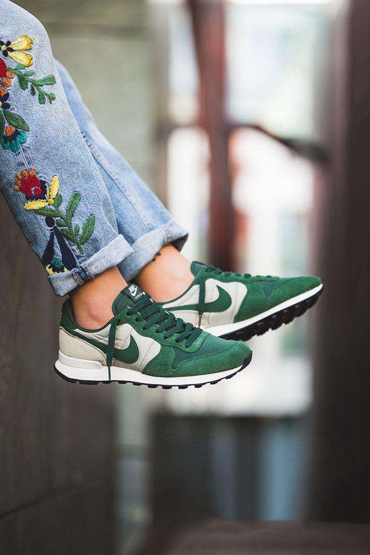 ayudar papel Derivación  Nike WMNS Internationalist | Sneakers fashion, Nike internationalist women,  Sporty style