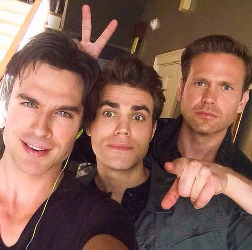 New Picture from the Vampire Diaries Set  ∞͏͏
