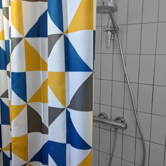 Vi har testet Jysk Nybro badeforhæng.