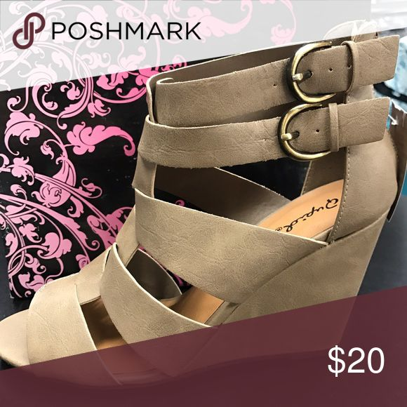 Lady shoe Brand new, taupe Qupid Shoes Wedges