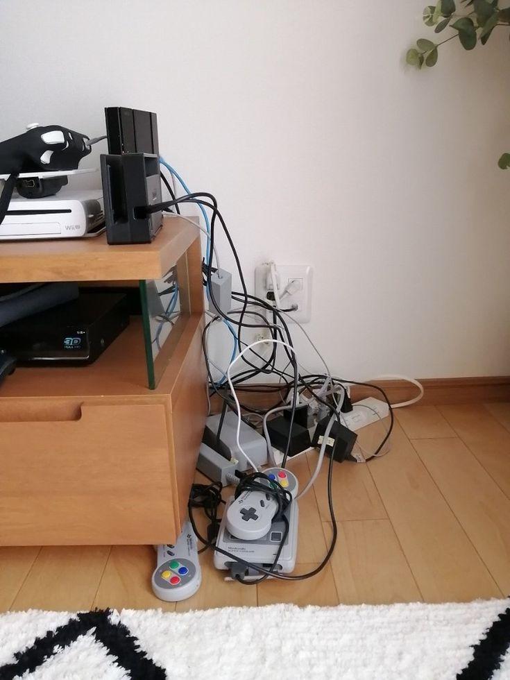 Diy コードとゲーム機を隠しつつ 収納できるラックをdiy インテリア 収納 収納 収納 アイデア