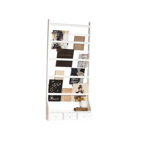 Denne store og absolutt flotte tallerkenhyllen gjør seg særdeles godt på veggen! Et praktisk møbel som ikke bare trengs å brukes til tallerkener. Den kan også brukes til blader og bøker!