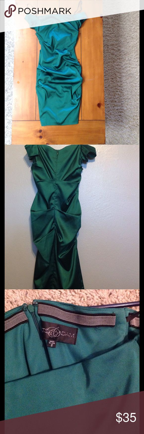 Gorgeous Emerald Green Cocktail Dress This is a beautiful formal occasion dress. I wore it once, and it was purchased from a Nordstrom outlet a few years ago. Feel free to make an offer! Nordstrom Dresses Mini