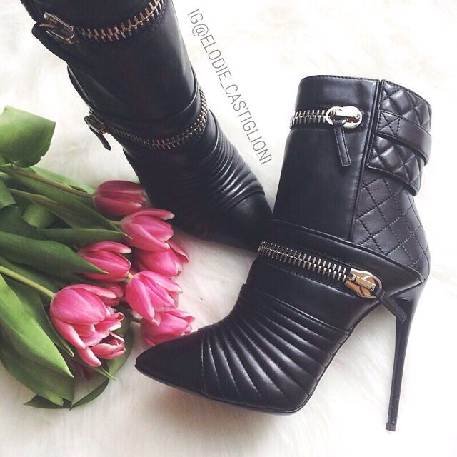 Gothic Shoes, Ladies Boots, Omg Shoes, Fashion Boots, Shoe Closet, Shoe  Game, Bling Heels, Leather Boots, High Boots