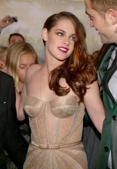 Kristen Stewart, Robert Pattinson latest news: Relationship proof in new photos? (videos)