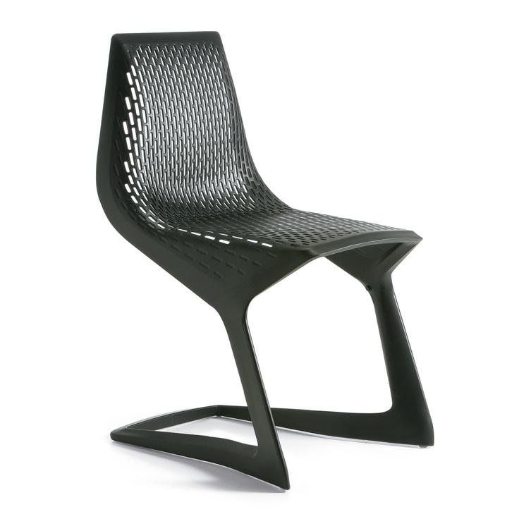 MYTO Cantilever Chair by Konstantin Grcic for Plank + Basf. La cadira està feta amb un poliester injectable anomenat Ultradur®. La cadira va ser feta per a verificar i promocionar les propietats i l'elevada resistència i versatilitat del material.