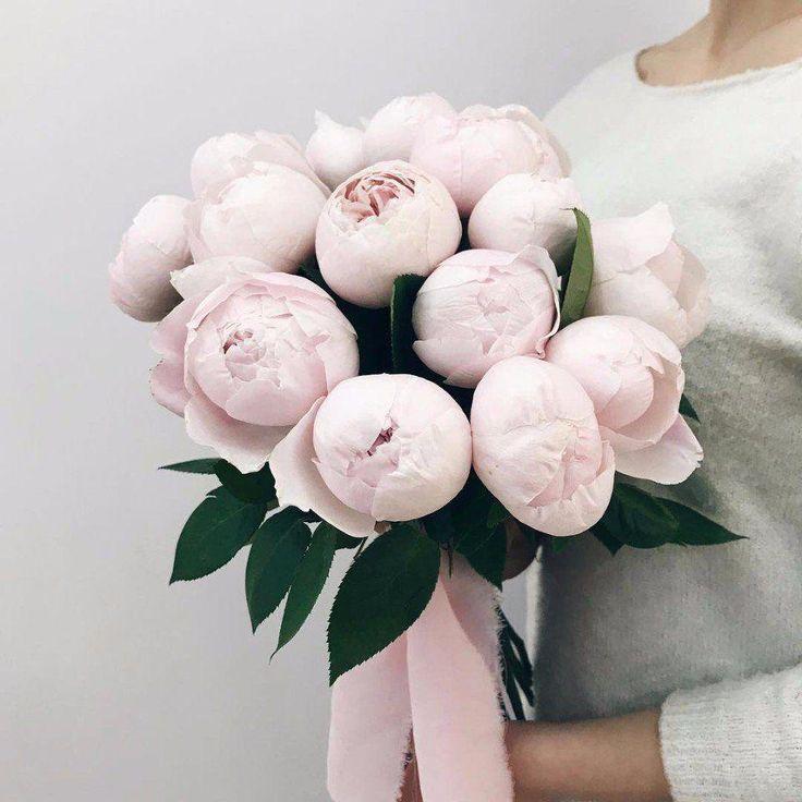 Es ist eine großartige Idee, einige Blumen zu erwerben, um vorab zu experimentieren, um …   – Wedding Flowers