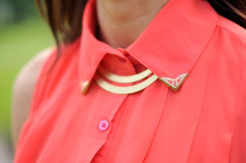 : Blouses, Coral, Queen, Colors, Schools Outfits, Banquet, Gold Necklaces, Belle, Collars Shirts