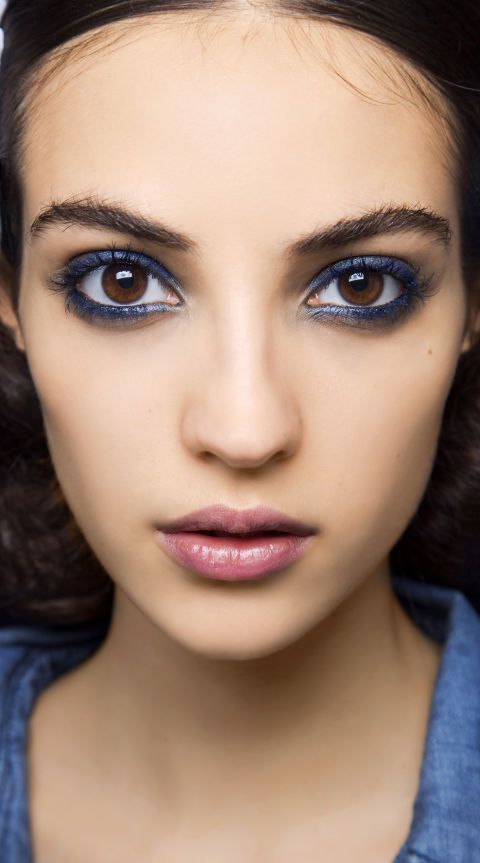 how to wear navy eyeliner