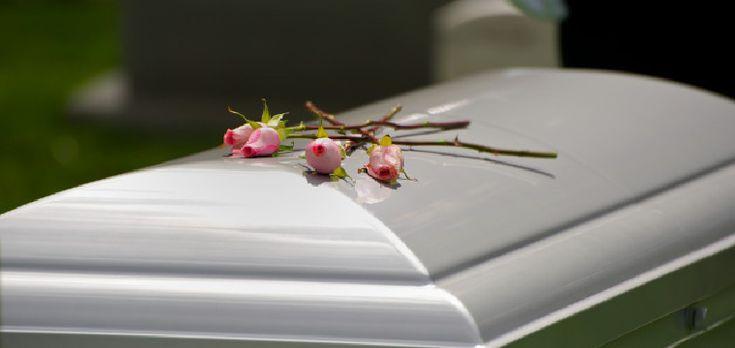 En España los feretros deberán llevar obligatoriamente móviles dentro Una nueva normativa a nivel nacional exigirá a las funerarias que antes de enterrar a un fallecido metan junto al cadáver un te...