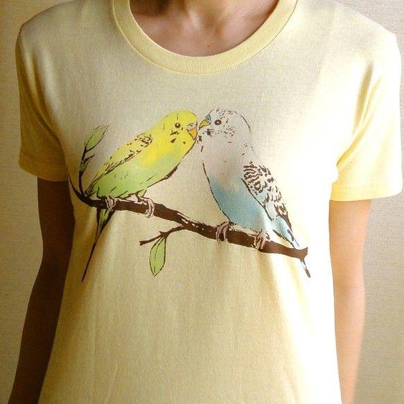 ☆☆ ご覧いただき、ありがとうございます ☆☆夏の1枚にセキセイインコのTシャツはいかがですか。1枚ずつ手塗りで着色していますので、インコのカラー変更できます...|ハンドメイド、手作り、手仕事品の通販・販売・購入ならCreema。
