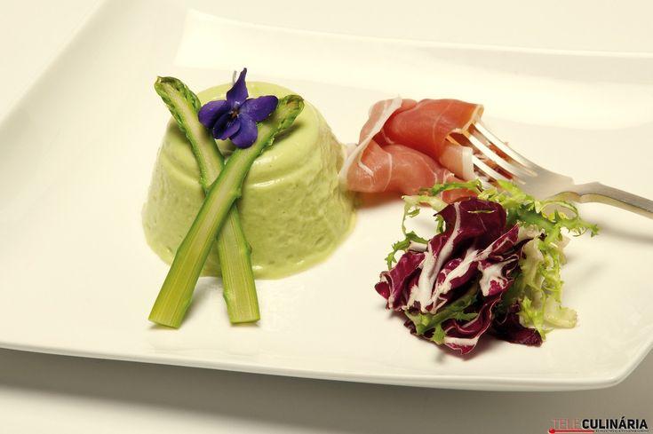 Mousse de espargos verdes com presunto
