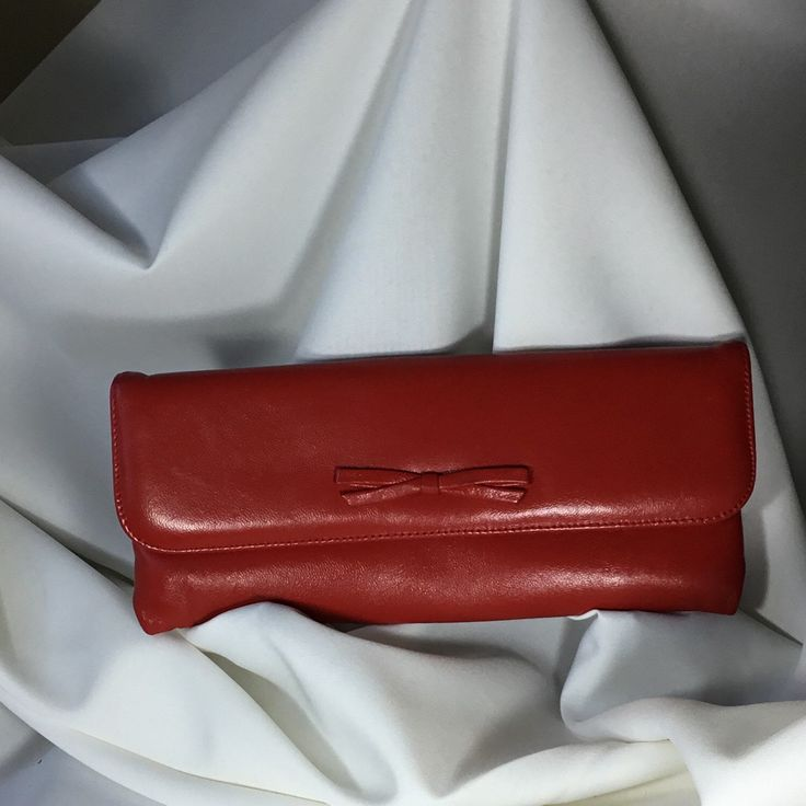 This 1960s clutch would also work great as a retro 80s item! Gorgeous