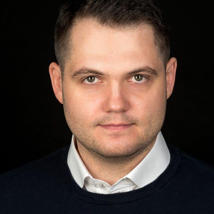 Gabriel Erdei - IT Engineer - headshot, business portrait