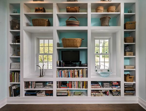 Book nook, turquoise in back wall Micro House in Connecticut Crisp Architects (3)