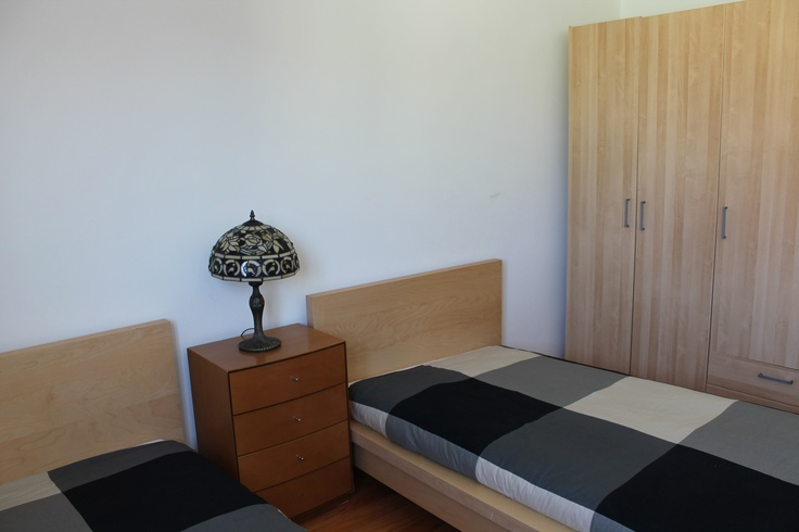 Bedroom 2, with 2 single beds