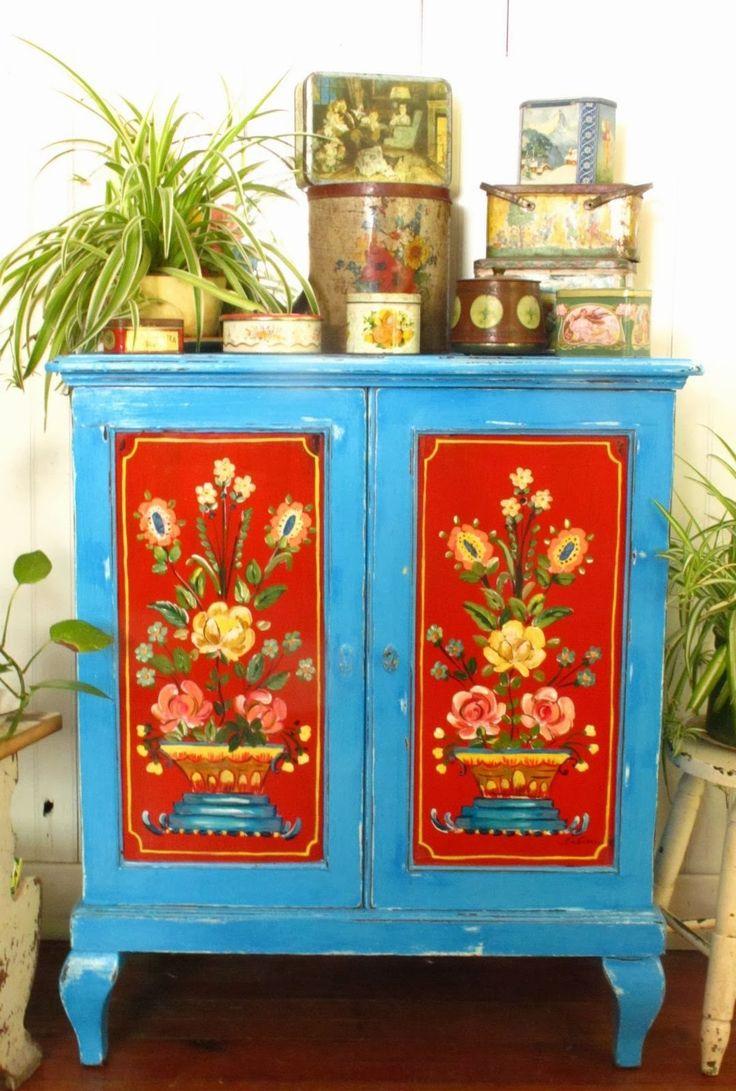 red on blue.......love this folk art Austrio-German look....
