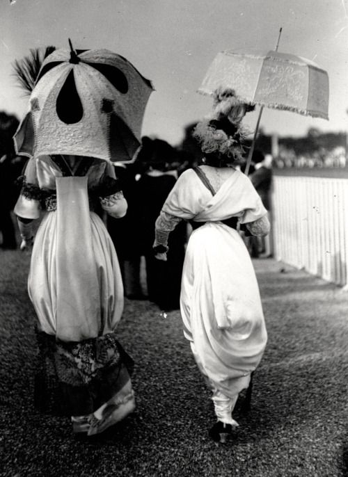 Hobble Skirts and Parasols ~ Longhamps Racecourse c.1912  via mashable.com