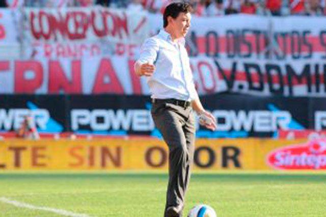 """Marcelo Gallardo: """"Fue uno de los peores partidos que jugamos"""" http://www.ambitosur.com.ar/marcelo-gallardo-fue-uno-de-los-peores-partidos-que-jugamos/ Luego del empate que protagonizó ante Quilmes, el entrenador de River hizo hincapié en el bajo rendimiento de los suyos y puntualizó en los efectos adversos que causó la altura en sus hombres. """"No tuvimos respuestas, cambio de ritmo y nunca encontramos los circuitos de juego"""", explicó. Y criticó al"""