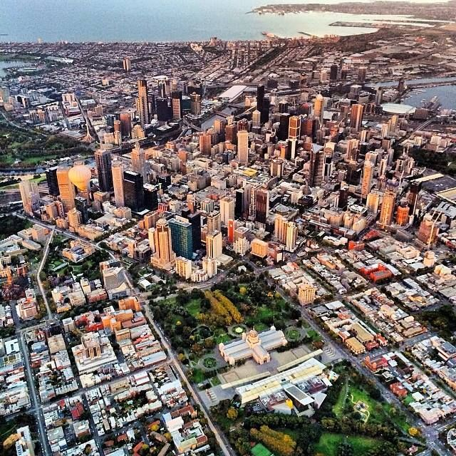 The best angle of the city of Melbourne!  #goglobal #globalballooning #melbourne #yarravalley #seeaustralia #visitvictoria #ballooning #balloonflights #ballooning #bucketlist #proposal #victoria #australia #gift #present #romantic #romance #views #wedding #serenity #sunrise #travelling #weather #sky #city