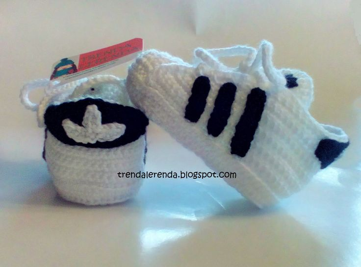 Zapatillas de bebé a ganchillo. Crochet baby sneakers booties.                                                                                                                                                                                 More