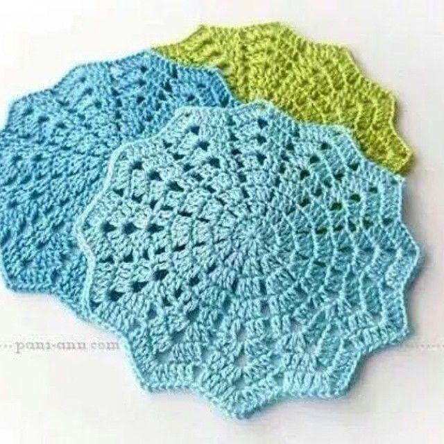 "28 curtidas, 1 comentários - crochet&knit (@monehani.crochet) no Instagram: ""#crochettable  #crochettablecloth  #tablecloths  #color #modern #fashion  #crochet #handmade  From…"""