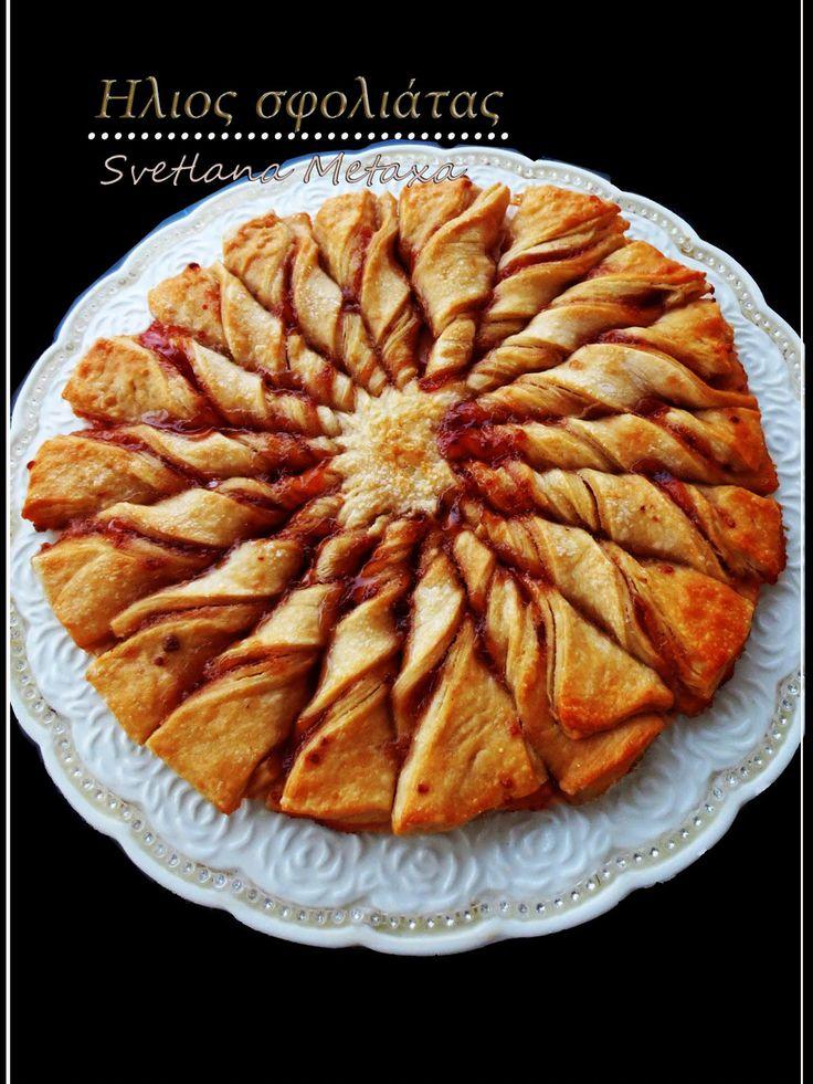 Формовка пирога почти такая же как у предыдущего пирога, за исключением того, что язычки вырезаем длиннее и закручиваем не 2 раза , в...