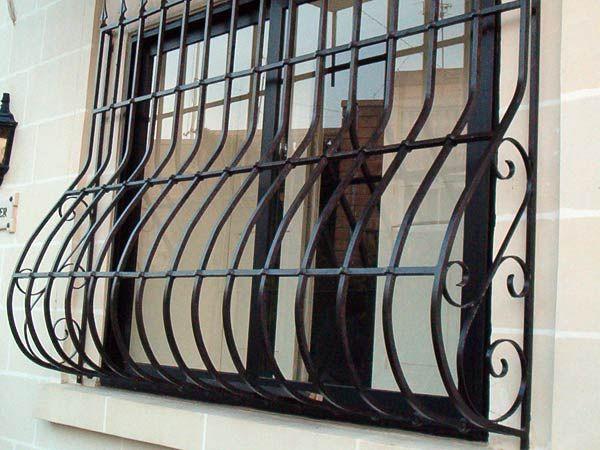 Oltre 25 fantastiche idee su finestre con inferriate su - Protezioni in ferro per finestre ...