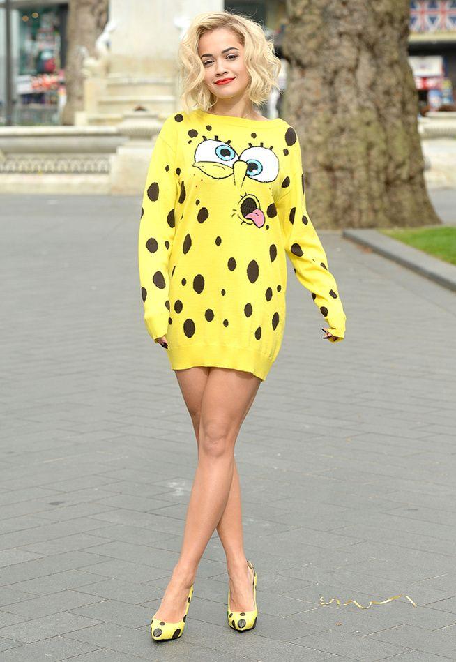 """La robe """"Bob l'Eponge"""". Même sur Rita Ora, je la trouve assez ringarde. Drôle, mais ridicule !"""