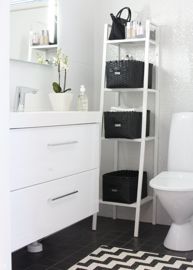 Bathroom with a nordic feel. Black White